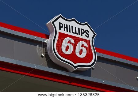 Indianapolis - Circa June 2016: Phillips 66 Company Retail Location. Phillips 66 is an American Energy Company I