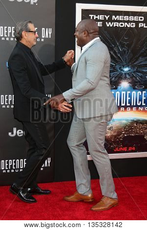 LOS ANGELES - JUN 20:  Jeff Goldblum, Deobia Oparei at the Independence Day: Resurgence LA Premiere at the TCL Chinese Theater IMAX on June 20, 2016 in Los Angeles, CA