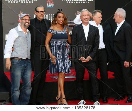 LOS ANGELES - JUN 20:  John Storey, Jeff Goldblum, Vivica A. Fox, Roland Emmerich, Bill Pullman, Brent Spiner at the Roland Emmerich Ceremony at the Chinese Theater on June 20, 2016 in Los Angeles, CA