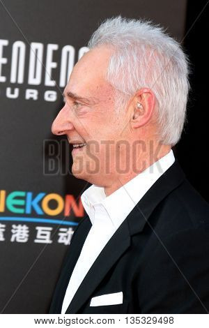 LOS ANGELES - JUN 20:  Brent Spiner at the Independence Day: Resurgence LA Premiere at the TCL Chinese Theater IMAX on June 20, 2016 in Los Angeles, CA