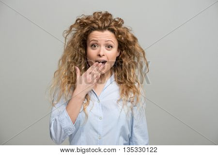 Portrait of an happy surprised woman