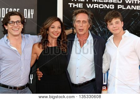 LOS ANGELES - JUN 20:  Sam Fichtner, Kymberly Kalil, William Fichtner, Vangel Fichtner at the Independence Day: Resurgence LA Premiere at the TCL Chinese Theater on June 20, 2016 in Los Angeles, CA