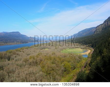 Columbia River Gorge National Scenic Area, Columbia River