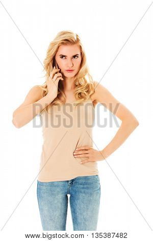 Young angry woman talking through a smartphone