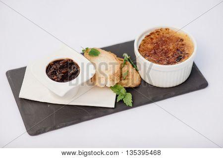 Goose liver brulée with tomato-onion marmelade