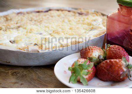 jam crumble tart with cherry jam and strawberry