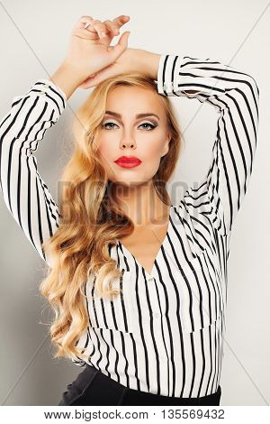 Fashionable Blond Hair Woman with Long Curly Blonde Hairstyle and Makeup