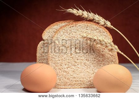 Slices of whole wheat bread and eggs