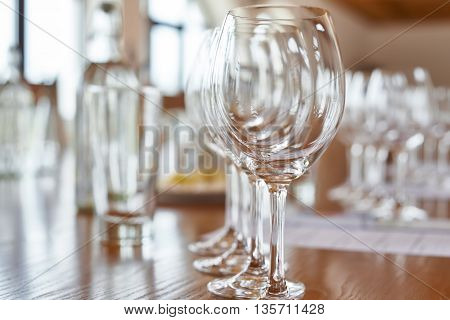 The decorated table with the wine glasses