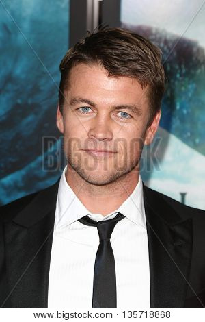 NEW YORK-DEC 7: Actor Luke Hemsworth attends the New York premiere of