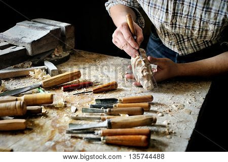 Manual carve with cutter tools in workshop