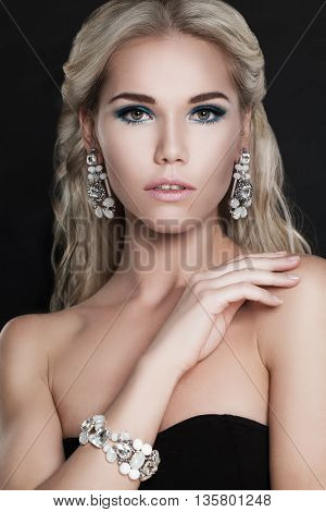 Glamorous Fashion Woman with Blonde Hair and Diamond Jewelery
