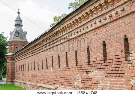 Sergiev Posad - August 10, 2015: Red Wall Extending From The Retail Shops Around Pafnutevskigo Garde