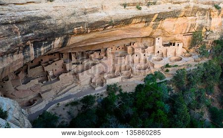 Ancient Native Cliff Dwelling.  Cliff Palace, Mesa Verde National Park, Colorado, USA.