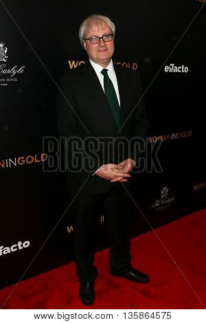NEW YORK-MAR 30: Director Simon Curtis attends the