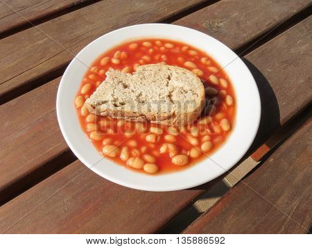 baked beans in tomato sauce with day-old bread
