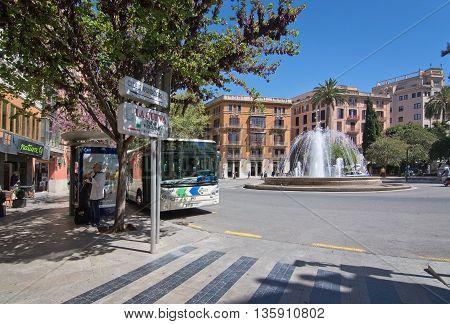 Traffic By The Plaza De La Reina