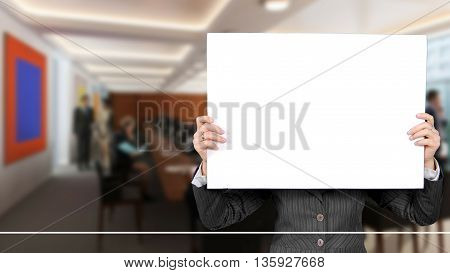 an image with a sheet on which to make a presentation held in the hand of a man