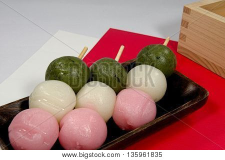 In Japan it is the dumplings to eat well in chick festival of peach festival from ancient times.