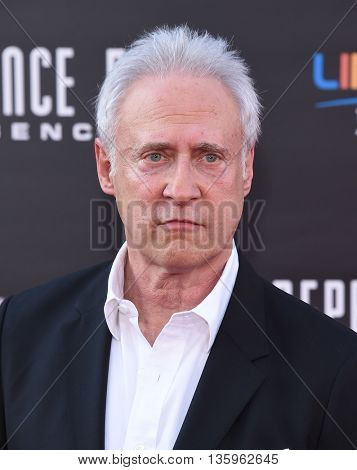 LOS ANGELES - JUN 20:  Brent Spiner arrives to the