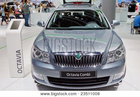 FRANKFURT - 17 de setembro: Carro Skoda Octavia Combi mostrado no 64º Internationale Automobil Ausstellung (