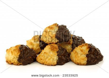 freshly baked cocos and chocolate cookies