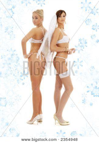 Weiße Dessous-Engel mit Schneeflocken