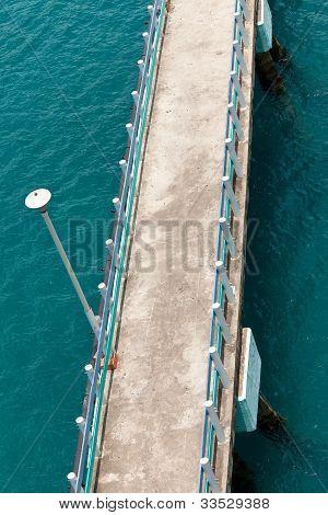 Ansicht der Brücke bis über