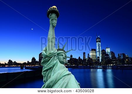 New York skyline and Liberty Statue, NY, USA