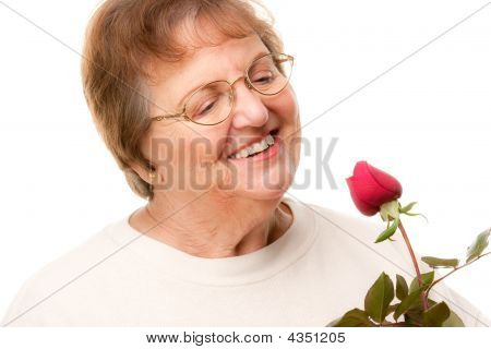 attraktive senior Woman with red Rose