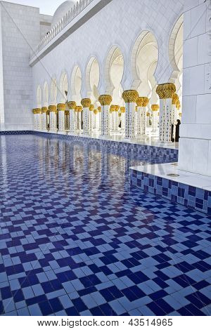 Sheikh Zayed Mosque, Columns & Tiles