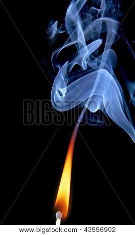 Spiel mit Feuer und Rauch.