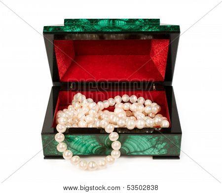 Malachite  Treasure-box With A Pearl Necklace