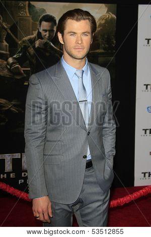 LOS ANGELES - NOV 4: Chris Hemsworth at the Marvel's 'Thor: The Dark World' Premiere at the El Capitan Theatre on November 4, 2013 in Los Angeles, California