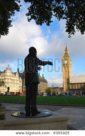 Nelson Mandela Statue Reaches toward Big Ben & Parliament