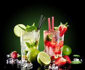 foto of mojito  - Studio shot of fresh mojito drinks with slime slices - JPG