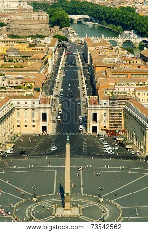 View from the top of St. Peters Basilica, of Piazza Vaticano to  Castel St. Angelo and Ponte St. Angelo, Roma, Italia