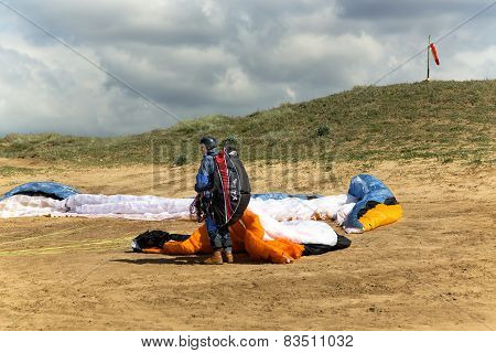 Paraglider prepares to flight on a paraplane