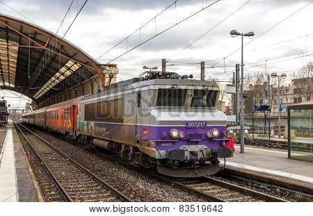 Regional train hauled by an electric locomotive at Avignon station