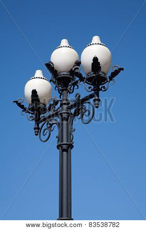 Street Cast Iron Antique Lamp With Three White Plafonds