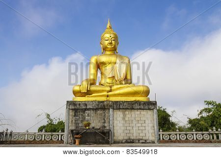 Gold Buddha Sit Outdoo