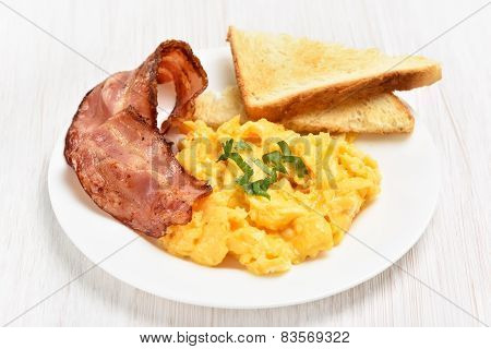 Scrambled Eggs With Bacon And Toasts