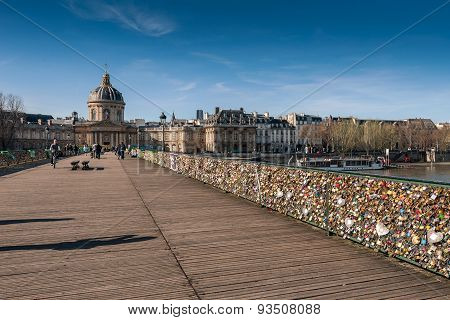 Lockers at Pont des Arts ?Bridge