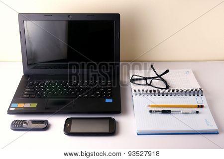 Laptop computer, cellphone, smartphone, notebook, pen, pencil and eyeglasses