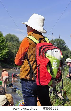 A Spectator With A Back And Suporter Colorful Bag