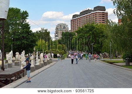 Moscow, Russia, May, 12,2015, Muzeon Park In The Center Of The City,  Place Of Walks And Sculptures&