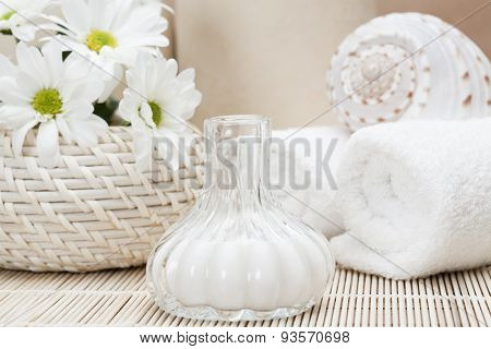 Natural white cream Spa and beauty treatment