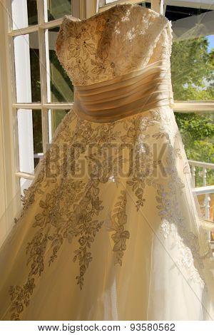 Pretty detail in bride's wedding gown