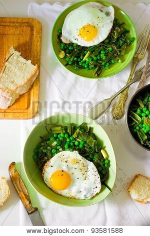 Stewed Green Peas With Fried Eggs