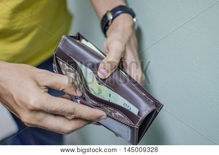 a man not have enough money in his wallet